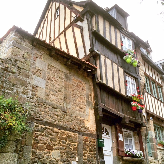 Historical property  consisting of 3 dwellings in medieval Dinan