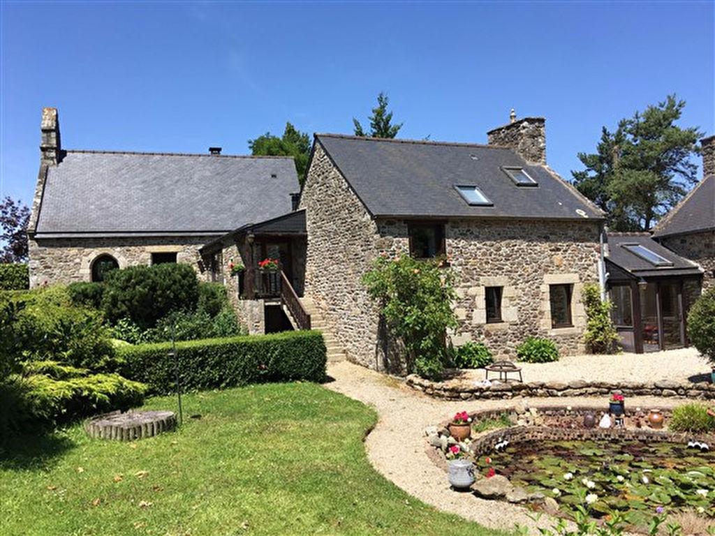 sous compromis -Magnifique ensemble au calme , gite, chapelle, jardin paysager