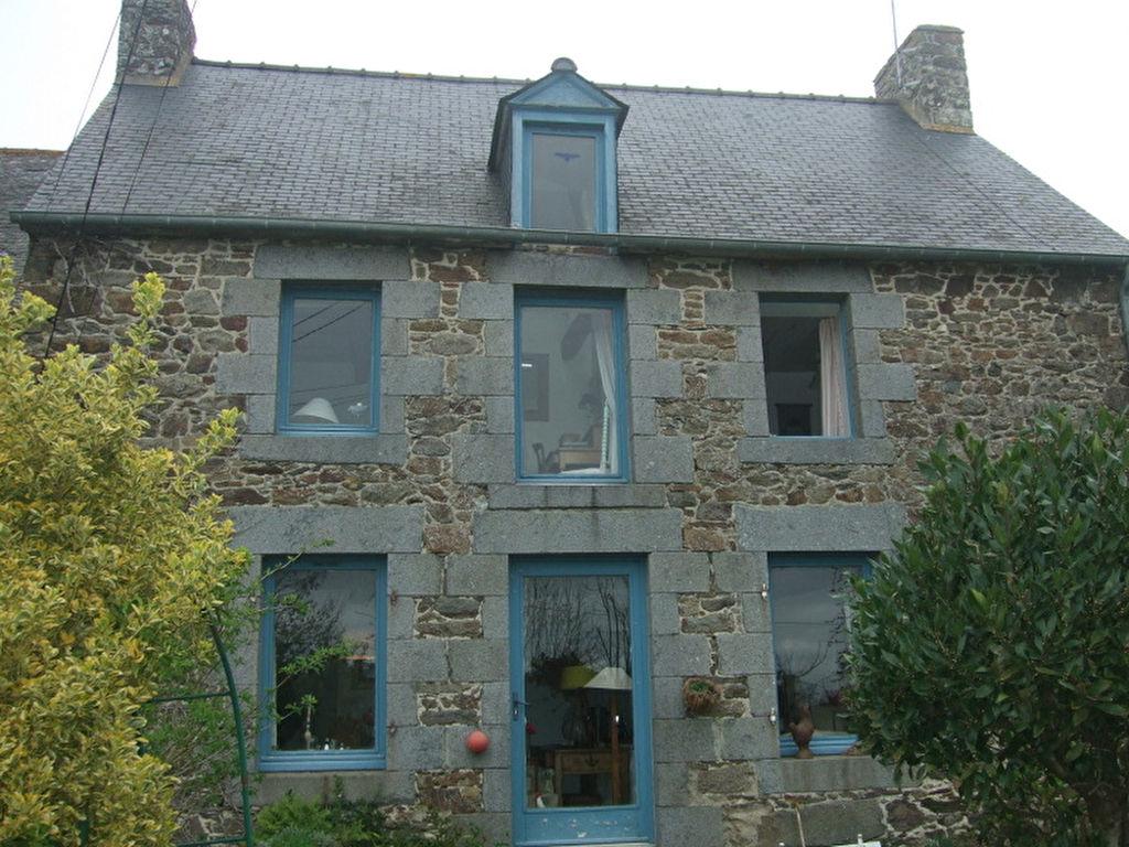 Elegante maison ancienne proche de l'estuaire de la Rance, pratique avec un accès rapide N176