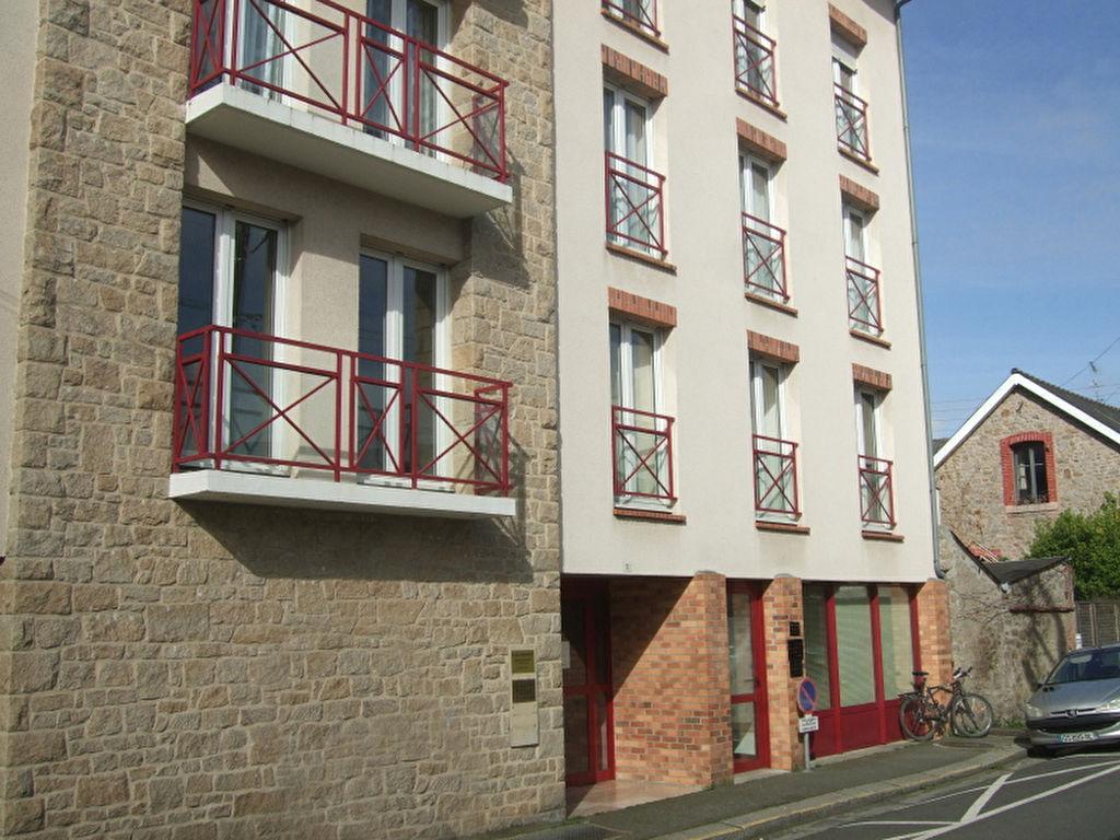 Dinan centre, rue calme, 143 m2, 1 er étage, ascenseur, 2 stationnements