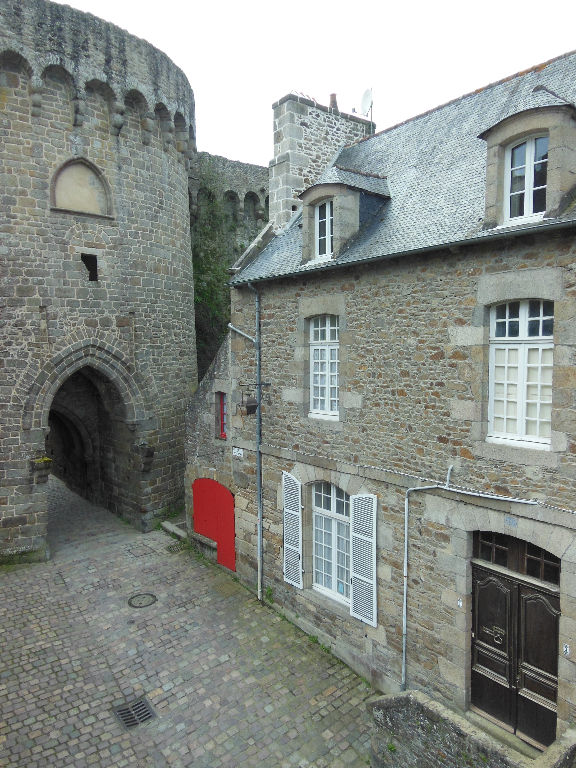 DINAN - Stunning ensemble of 2 refurbished apartments with private courtyard.