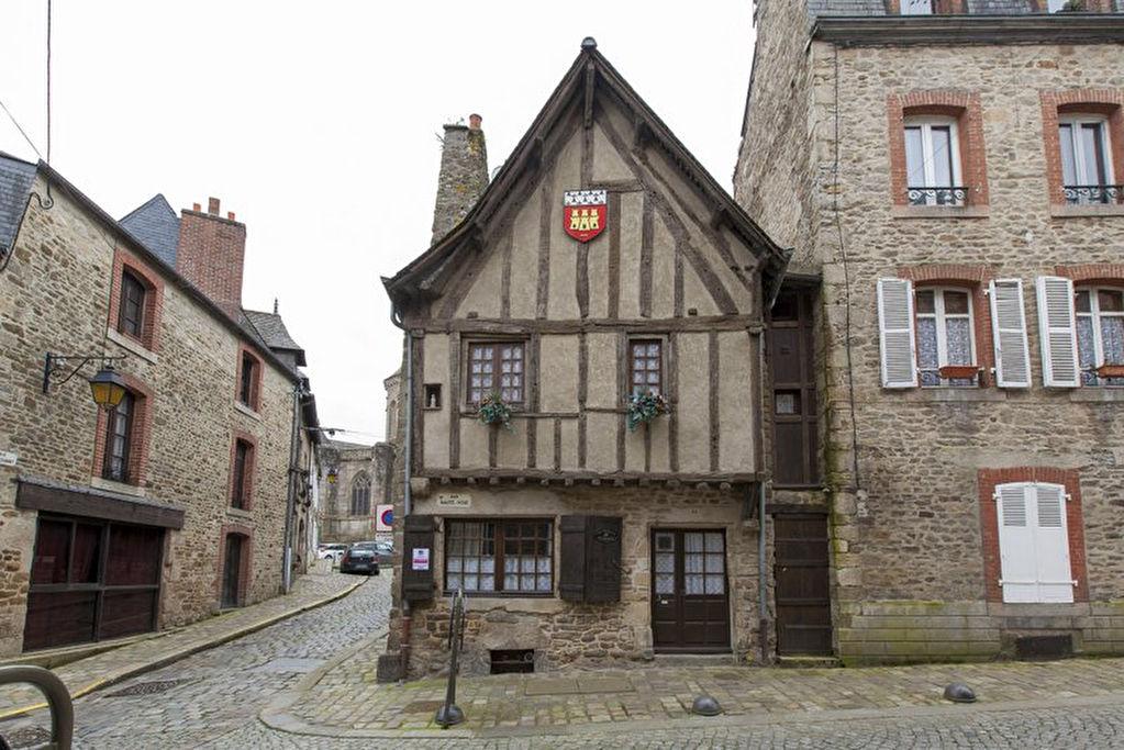Dinan centre historique, maison de 14ème siècle près du jardin anglais et des remparts!