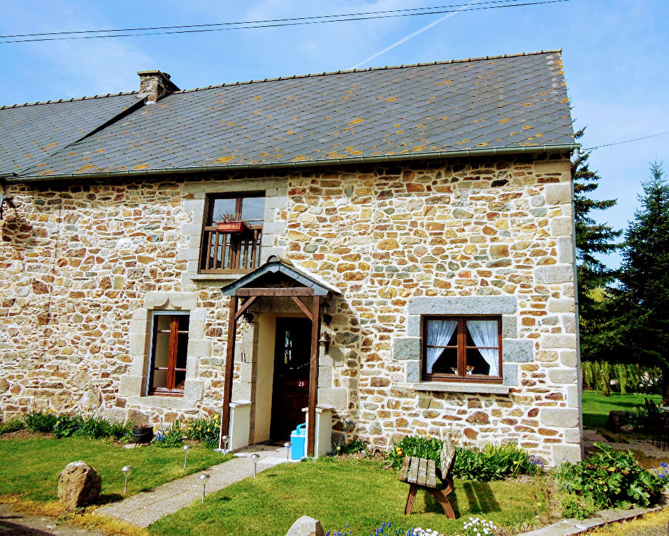 Proche Broons, Joli cottage sur beau terrain avec vue dégagées