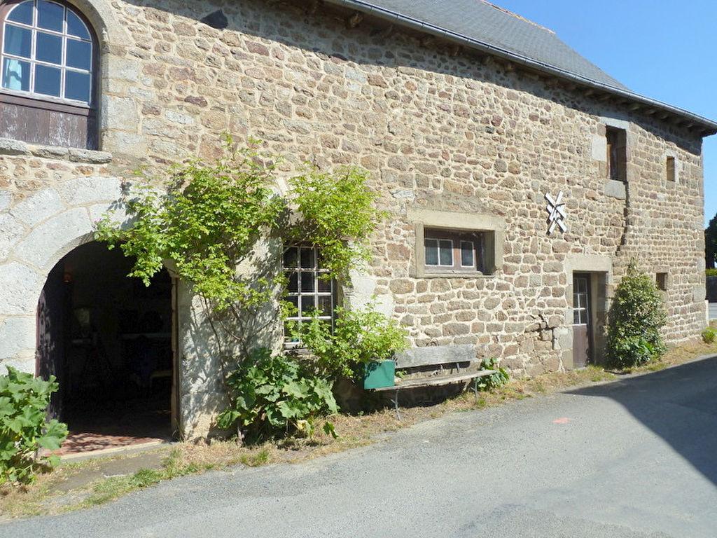 Ancienne maison de bourg à 30 min de Rennes