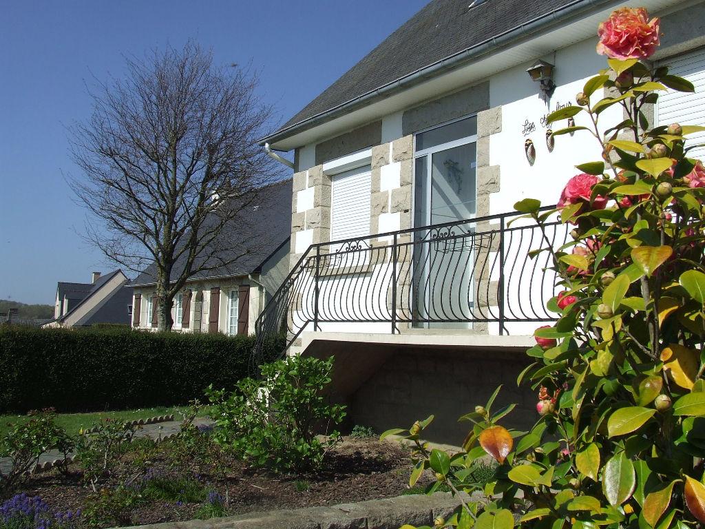 Plumaudan -Maison style Néo-Breton centre Bourg