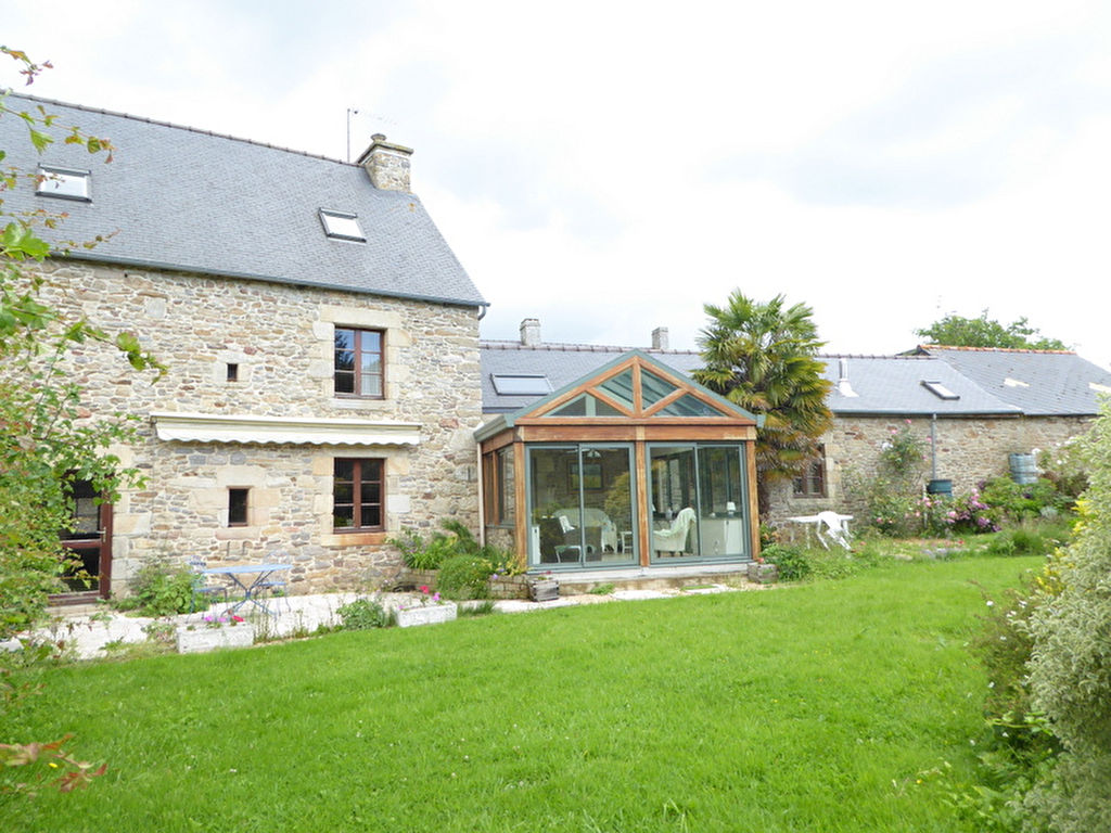 UNDER OFFER MEGRIT - Stunning stonebuilt property with landscaped gardens and constructible land