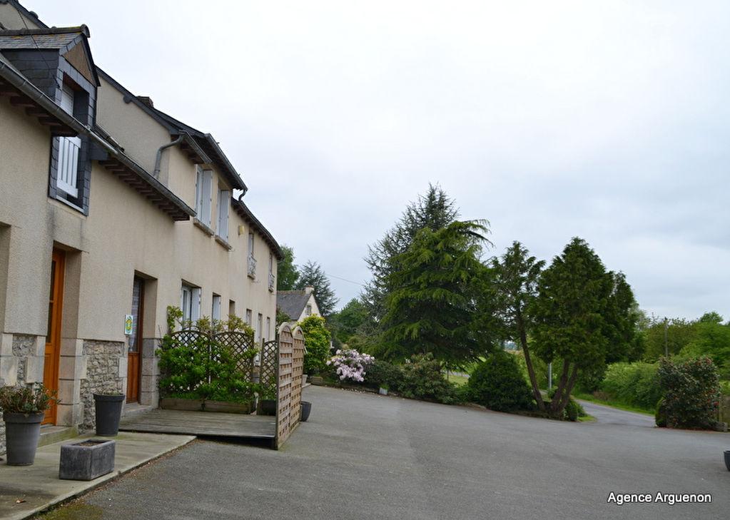 20 mns Sud Dinan, Belle propirété avec gite et studio proche de l'axe Rennes Saint Brieuc