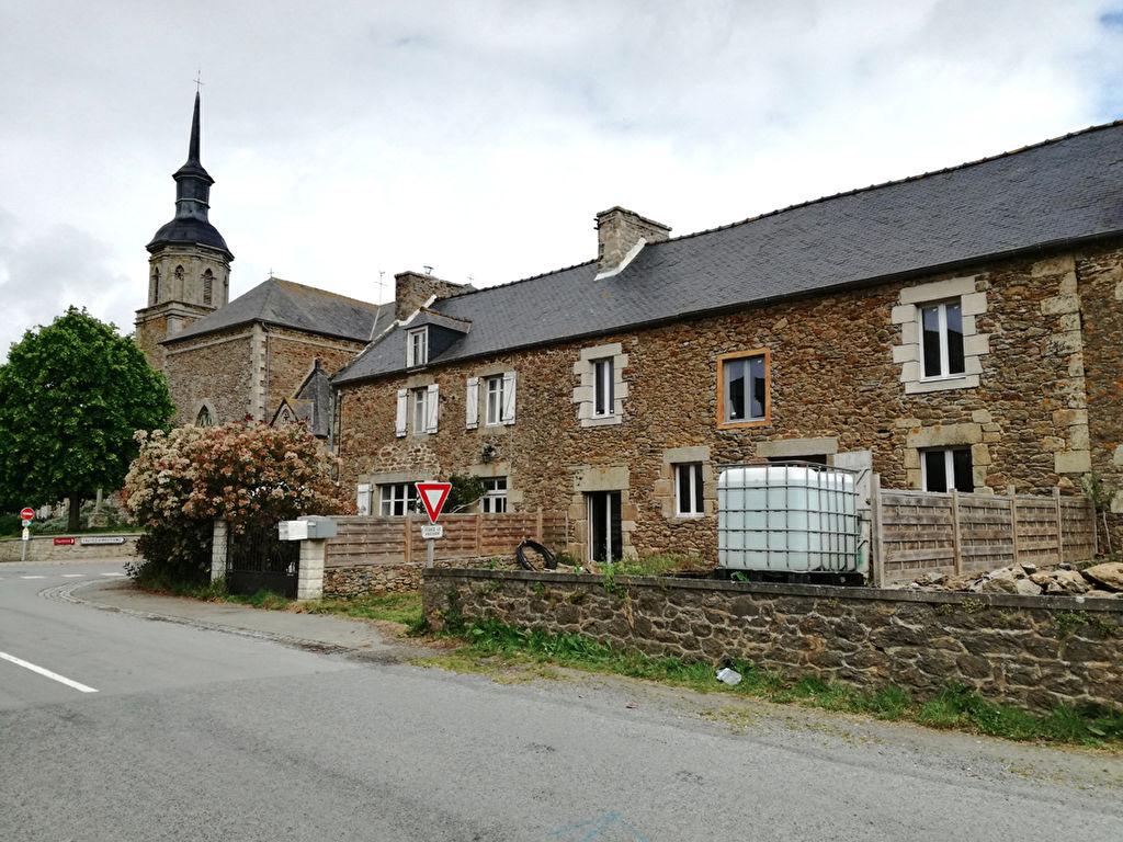 Proche Plancoët, jolie maison de village avec jardinet!
