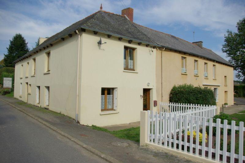 Secteur de Broons: Jolie maison familiale dans village de charme sur 1170m² de terrain.