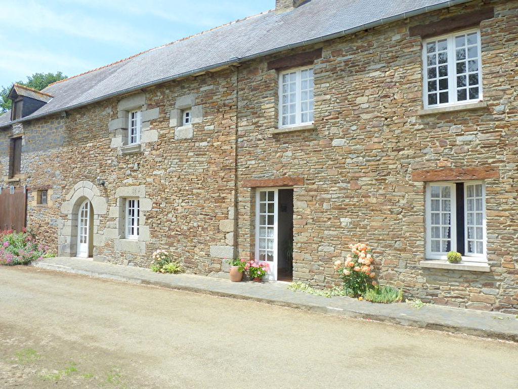 Old farmhouse 30 minutes from Rennes and Saint Malo