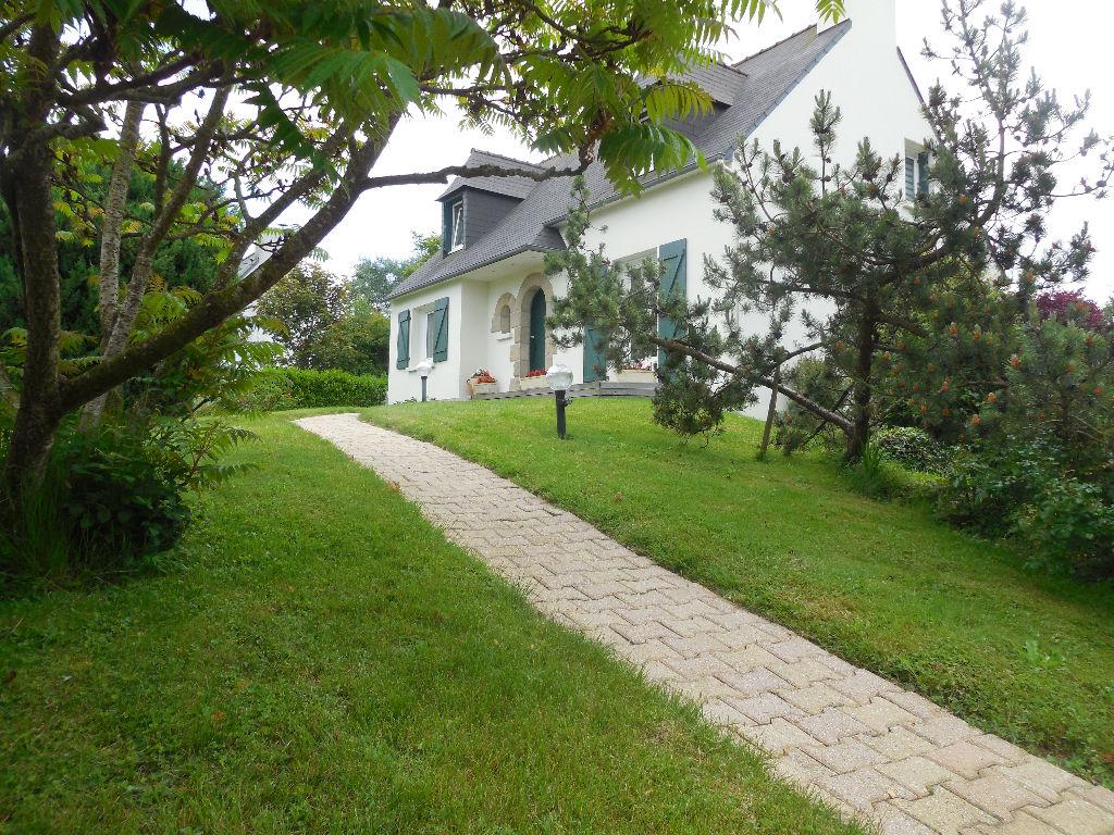 Lamballe: Quartier résidentiel verdoyant recherché - Maison de qualité, Impeccable!