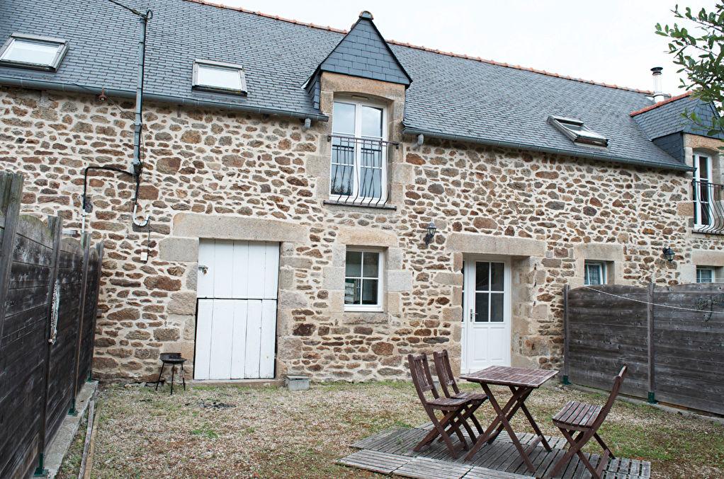 Secteur Plancoët,  cottage en pierre, intérieur clair et agréable