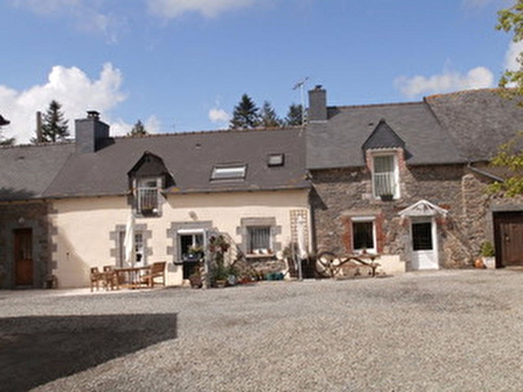 LANGOURLA - Well refurbished 6 bed house or house with gite