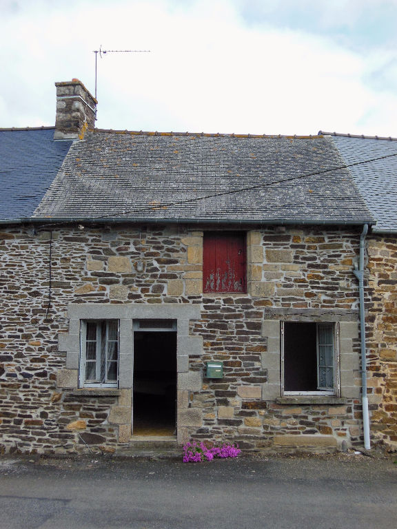 DOLO / JUGON LES LACS - Stone cottage to renovate