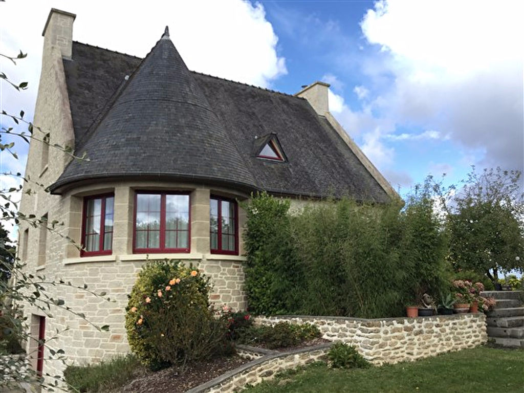 Close to Lamballe, spacious village house