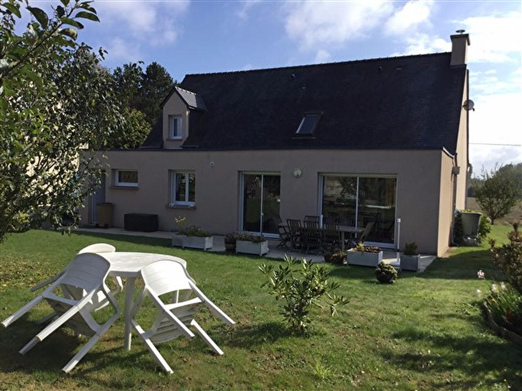 Maison de village proche Broons