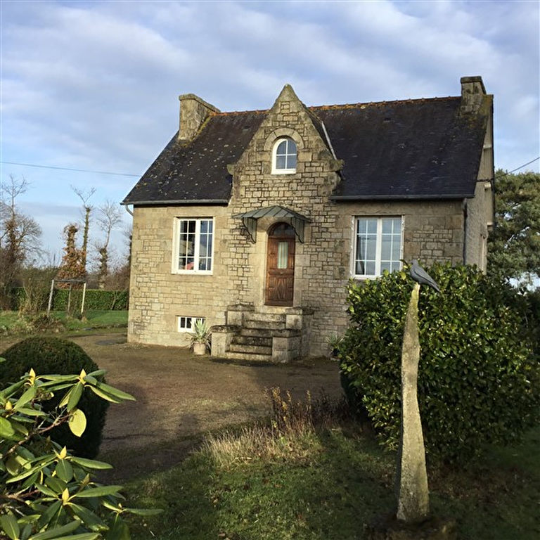 Stone detached house close to Dinan
