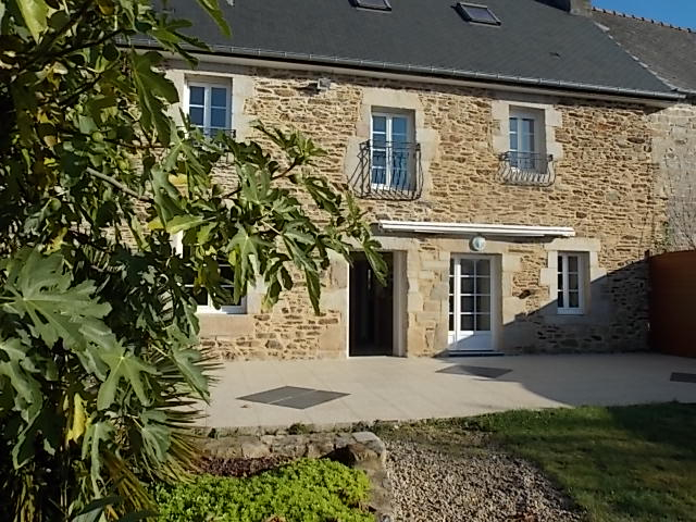 Stone country house in lovely settin between Dinan and the coast.
