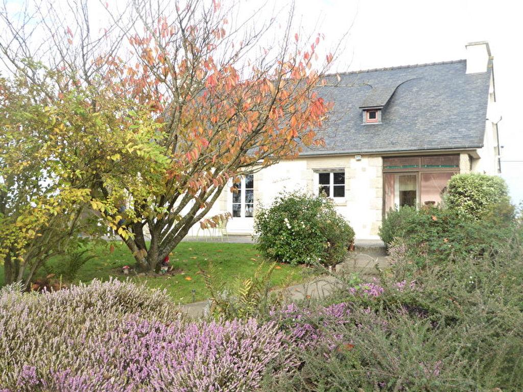 Proche Dinan, Maison chaleureuse avec  beau terrain plus d'un hectare