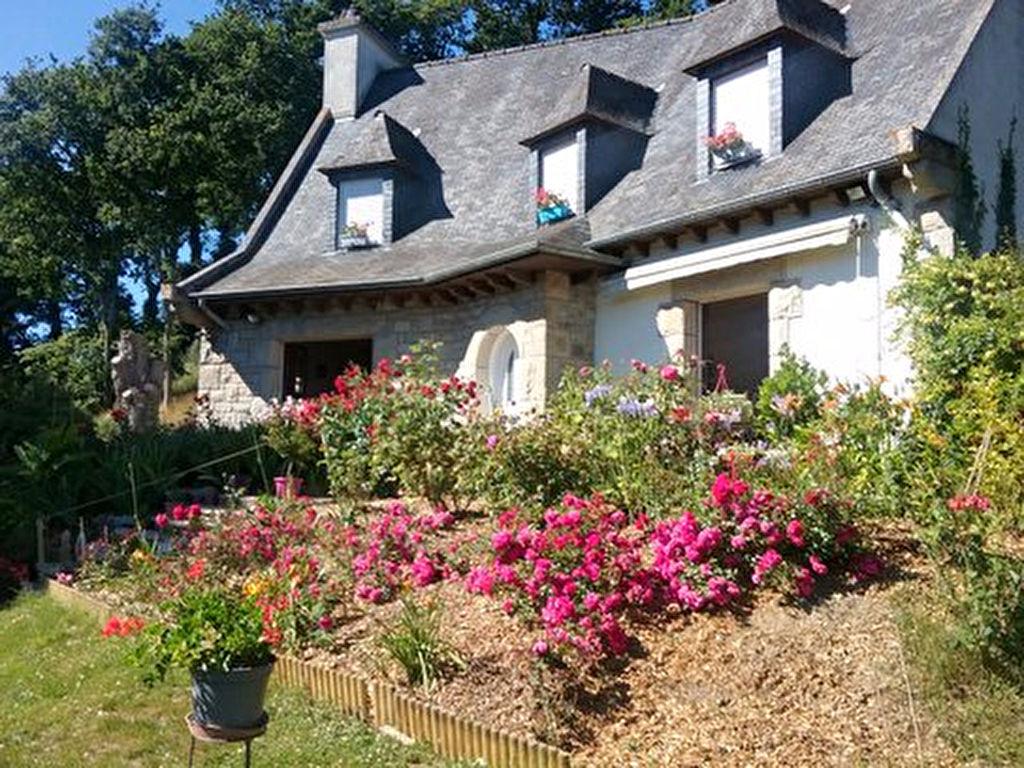 Plancoet/Lamballe -Belle Maison traditionnelle sur terrain Boisé.