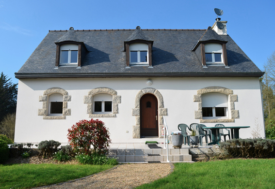 EXCLUSIVE: A FOUR BEDROOM FAMILY HOME 10 MINUTES FROM DINAN