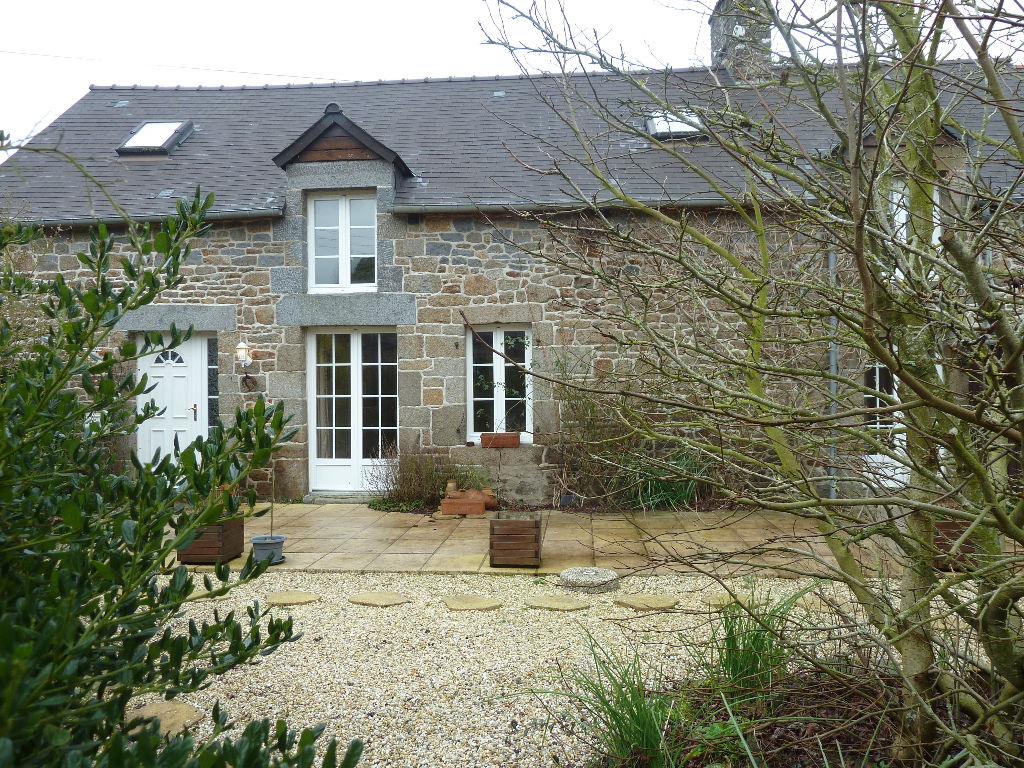 Beautiful farmhouse, with outbuilding, 25min from St Malo