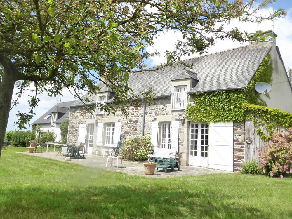 Secteur Dolo/Plénée, accès rapide RN12 - ensemble de 2 jolies maisons au calme, beau terrain!