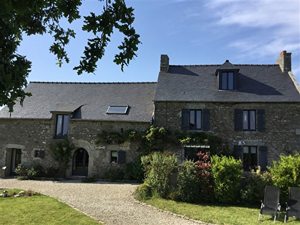 Period stone house close to Dinan and the coast