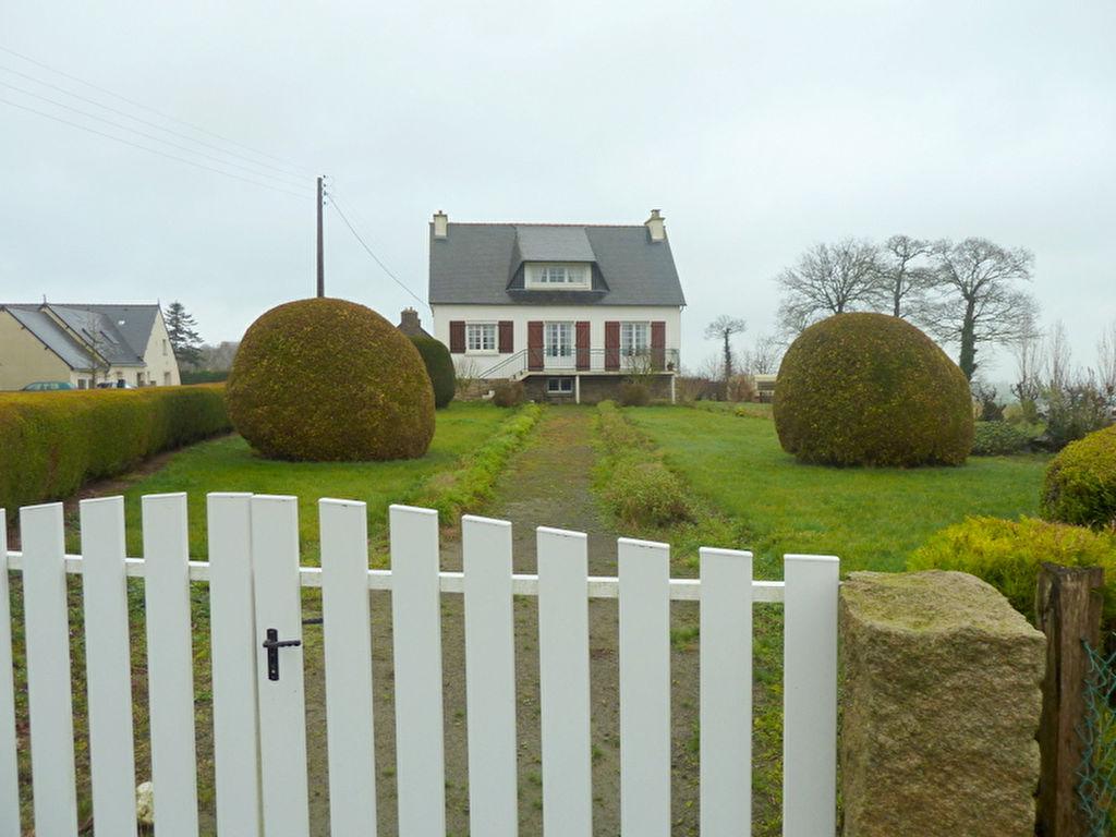 15 mns Lamballe, Jolie familiale, sous sol, 4 chambres, 1 525 m2 de terrain.
