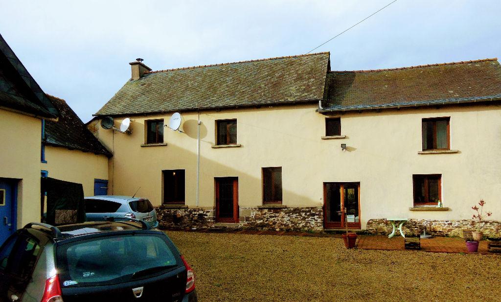 Ancienne ferme, jardin, 4 chambres, claire et agréable.