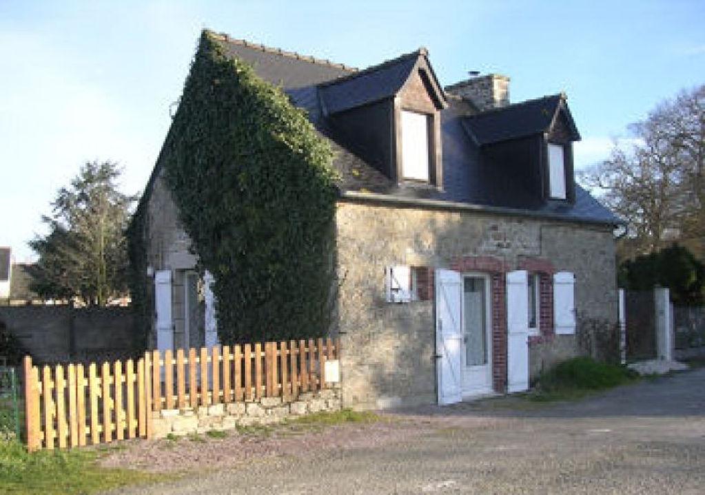 VAllée de l'Arguenon, entre Plancoët et Lamballe: Maison indépendante Pleven village