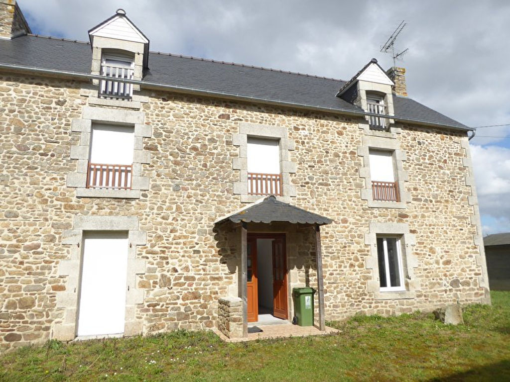 Elegant stone house in sought after area close to Dinan, 30 mns from the coast!