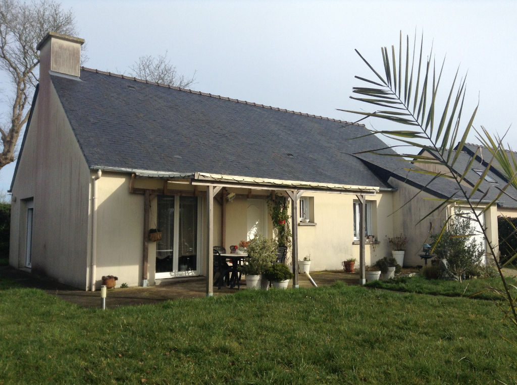 10 mns from Dinan, quiet spot in village, 3 bedroom bungalow