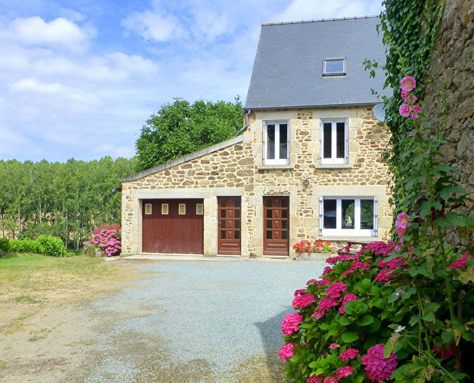 Stone cottage in idyllic setting between Dinan and the coast
