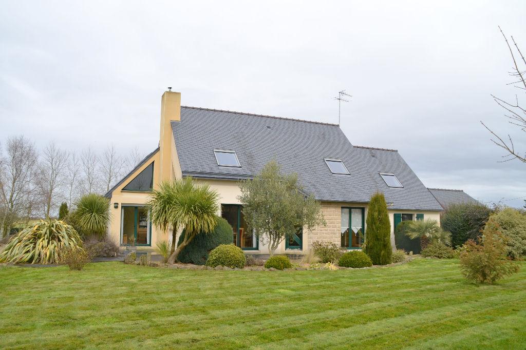 Belle maison familiale, 4 chambres et joli terrain