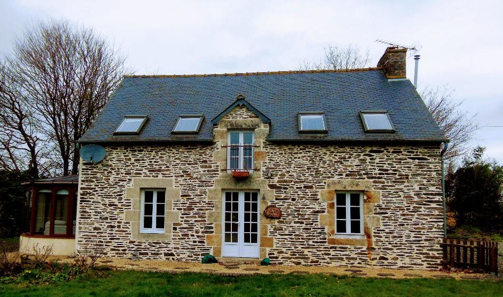 Plessala, jolie maison pleine de charme, vues dégagées, pas de voisins proche!