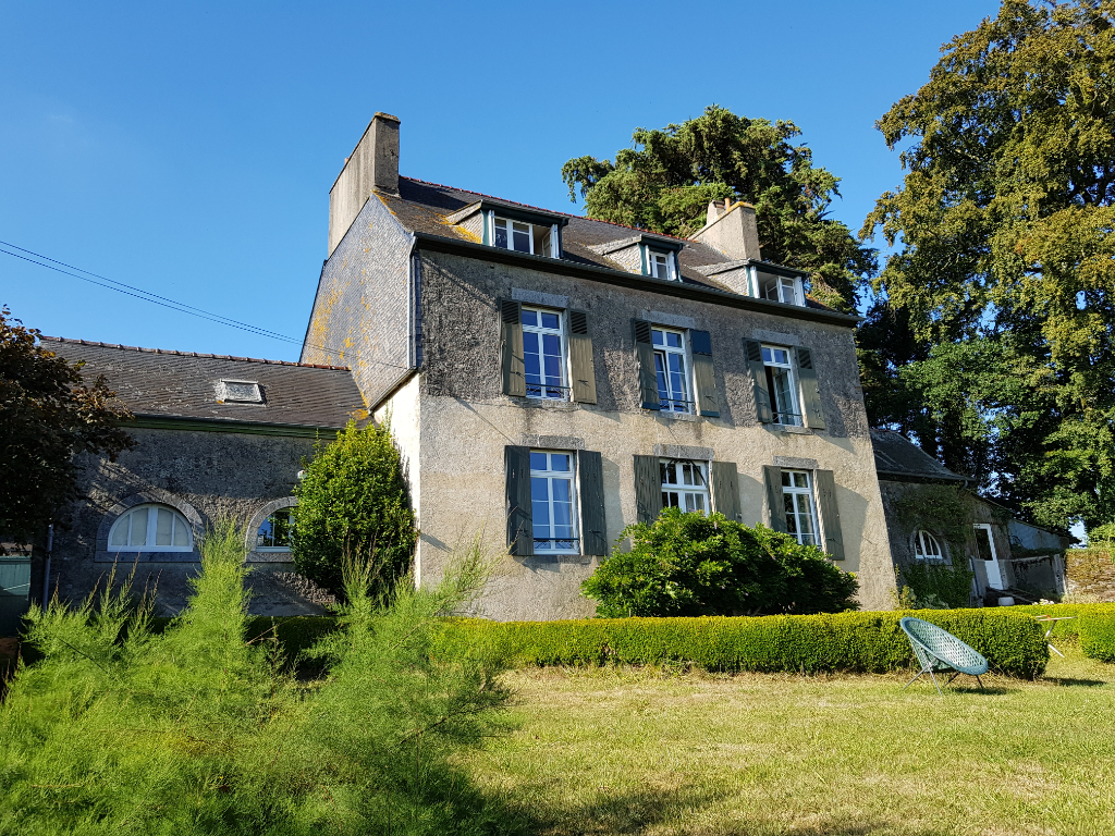 UZEL - Magnificent 8 bedroom Maison de Maitre with outbuildings