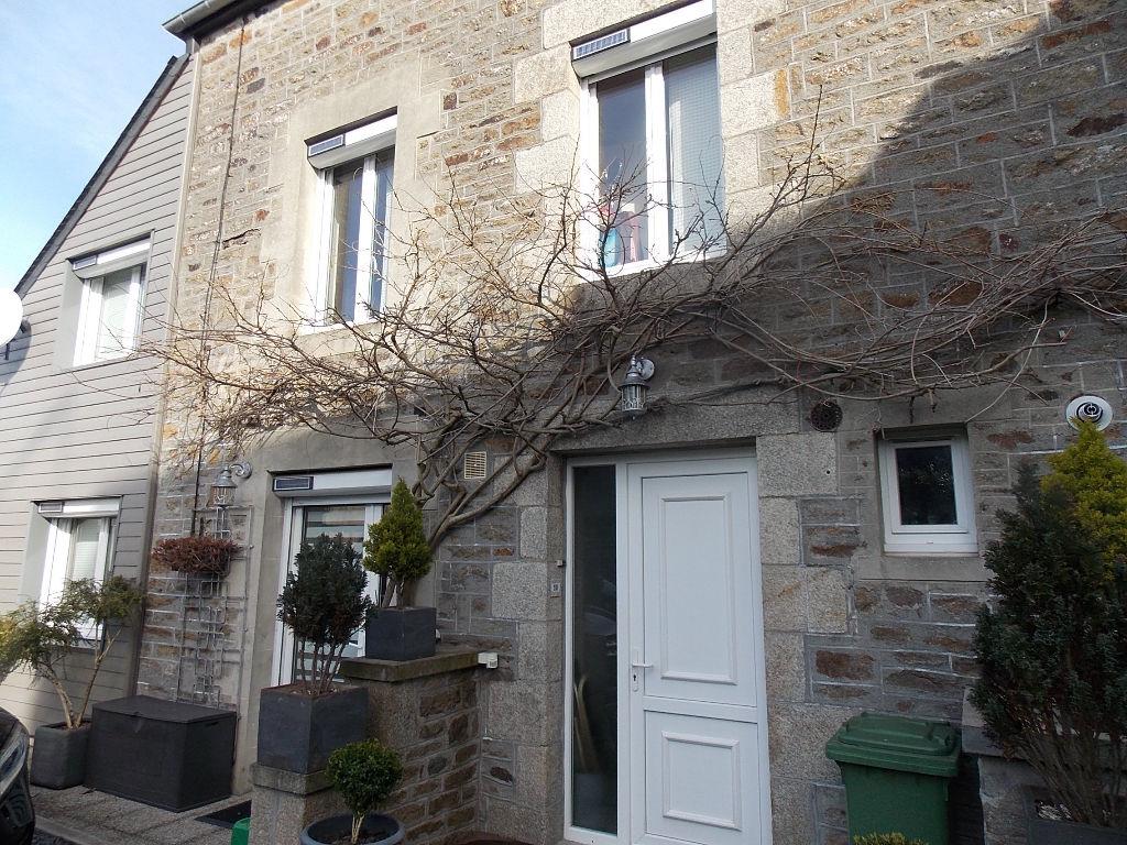 LANVALLAY - Maison en pierre, exposée sud, 3 ch avec SDBou SDE/WC chacune