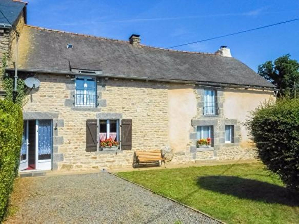 Merdrignac area: Stone country cottage with garden