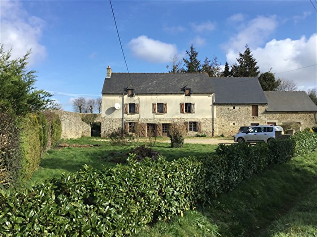 Stone farmhouse to restore near market town of Broons, easy access to main road links.