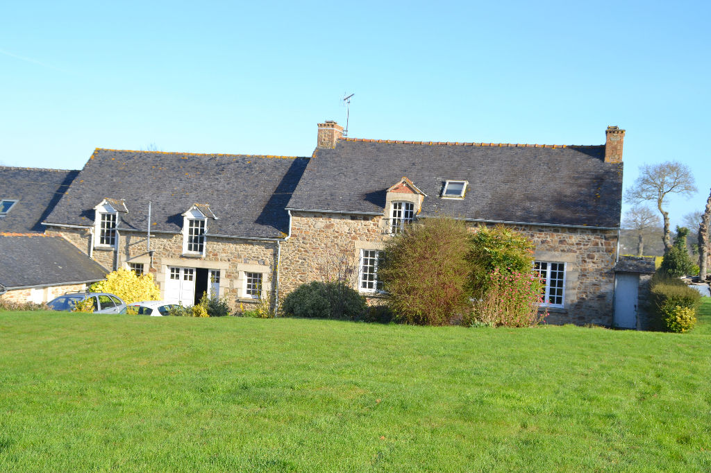 Pledeliac, small farmhouse walking distance to centre of village, lovely setting !