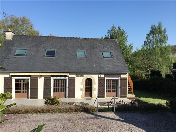Charming home in town close to the coast - possible gîte.