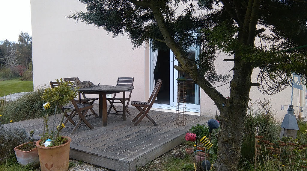 Contemporary 5 bedroom house on landscaped grounds, 20 mns to St Malo