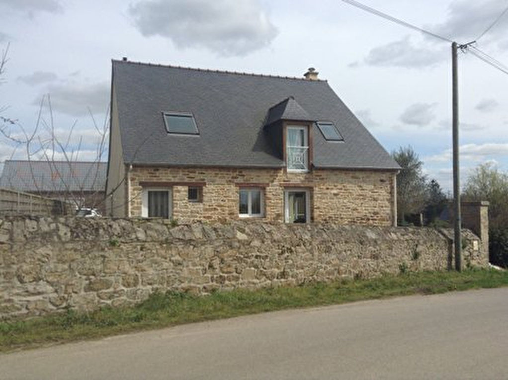 Jugon les Lacs area, detached family home with set in picturesque village,