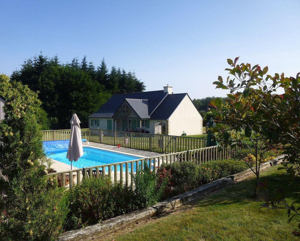 Périphérie Dinan: Superbe maison plain-pied indépendante avec piscine, 4ch.  !