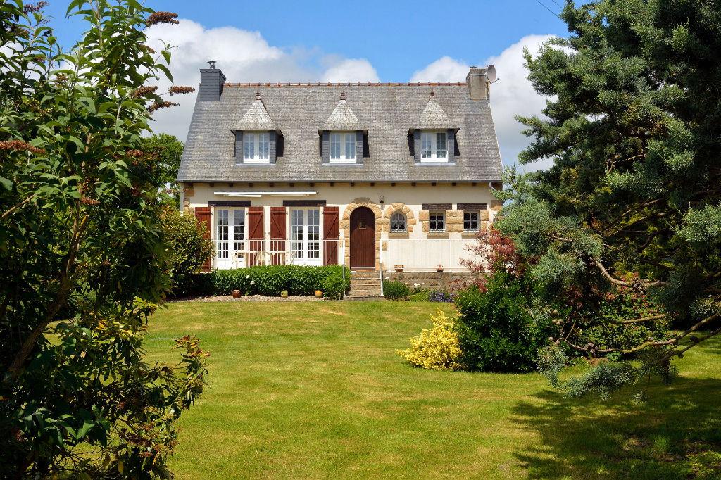 Proche Dinan- Maison traditionnelle Bretonne 4 chambres sur un beau parc.
