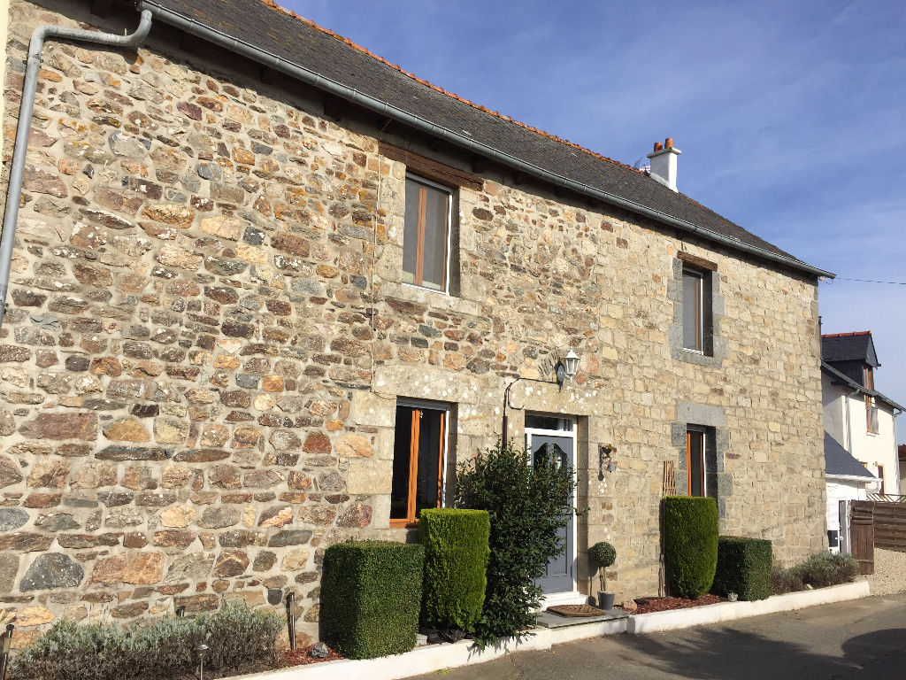 Close to Broons : Elegant 4 bed house and gite in pretty country setting