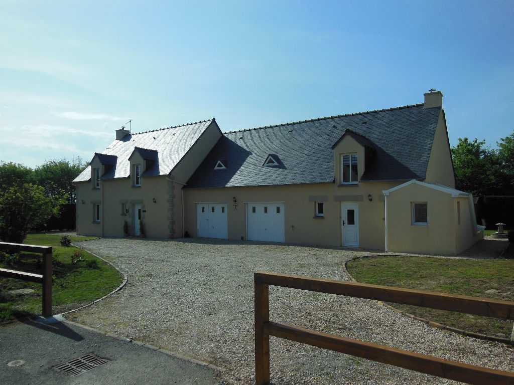 10 mns Dinan, Attractive modern house with gîte