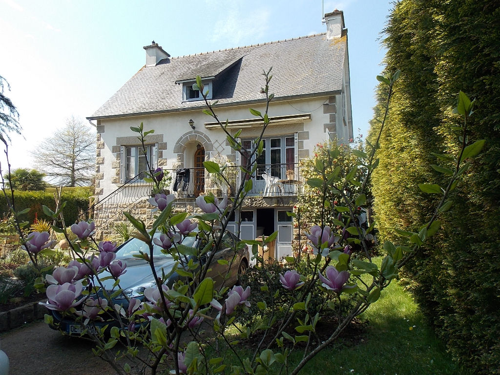 10 mns Dinard : Pretty, detached house, built on full basement, located in small town with all amenities