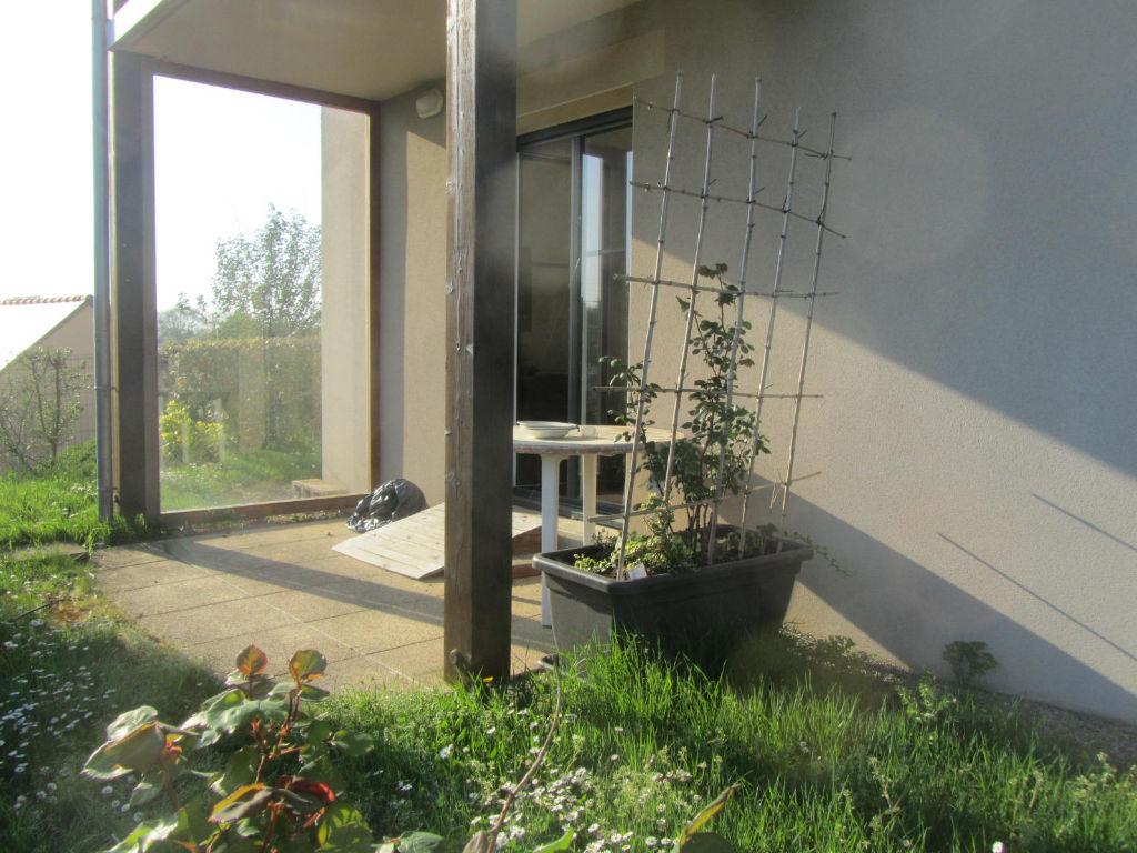 Centre bourg - Axe St Malo-Rennes - Appartement en RdC, 2 chambres, exposé sud-ouest avec jardin.